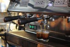 kawowego kawa espresso ujawnienia długi maszynowy fotografii przygotowania proces Obrazy Royalty Free