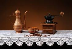 Kawowego ostrzarza i metalu naczynia Obraz Royalty Free