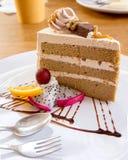 Kawowego torta serw z świeżą owoc Obraz Royalty Free