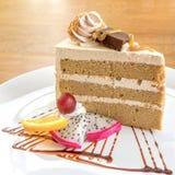 Kawowego torta serw z świeżą owoc Zdjęcia Royalty Free