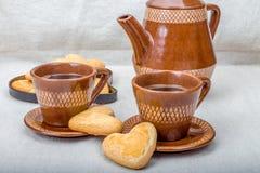 Kawowi i domowej roboty ciastka w kształcie serce Obraz Stock