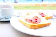 Kawowy śniadaniowy ustawiający z chlebem Obrazy Royalty Free