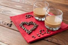Kawowy ajerkoniak z sercem zdjęcie stock