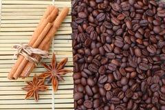 Kawowy cynamon i gwiazdowy anyż fotografia royalty free