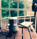 Kawowy czas, relaksuje moment w deszczowym dniu Zdjęcie Stock