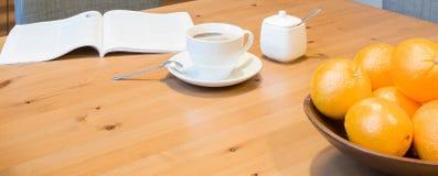Kawowy czas z książką Zdjęcie Royalty Free