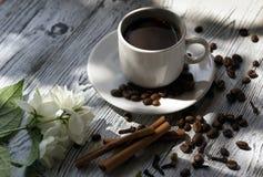 Kawowy czerń, apetyczny Napój od ranku fragrant kawa Obrazy Royalty Free