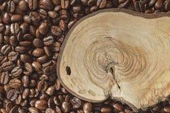 Kawowy drewniany i fasole fotografia royalty free