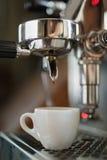 Kawowy ekstrakcja proces od profesjonalisty obrazy royalty free