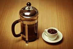 kawowy francuski kubka talerza prasy w biel Obrazy Stock