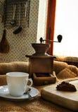 Kawowy garnek, filiżanka i kawowy ostrzarz, Zdjęcie Royalty Free