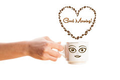 Kawowy kubek z kawowych fasoli kształtującym sercem z dnia dobrego znakiem Obrazy Royalty Free
