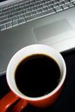 kawowy laptop Obraz Royalty Free