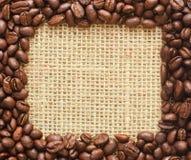 Kawowych fasoli kwadrata rama na grabić Zdjęcie Royalty Free