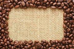 Kawowych fasoli rama na grabić Fotografia Royalty Free