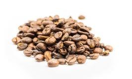 Kawowych fasoli stos rozprasza Obraz Stock