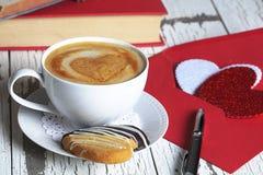 Kawy espresso filiżanki walentynki Biała karta Zdjęcie Royalty Free