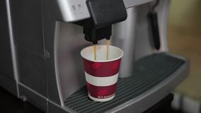 Kawy espresso kawowy przygotowanie na drewnianym stole zbiory wideo