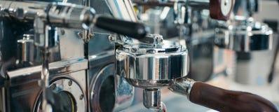 Kawy espresso maszyny części Handlowa kawowa maszyna Kawowy producent w sklep z kawą Stali nierdzewnej kulinarny urządzenie obrazy royalty free
