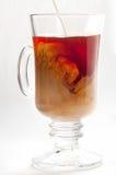 kawy mleka kubka dolewania herbata Zdjęcie Stock