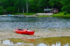 Kayak échoué image libre de droits