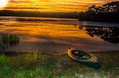 Kayak на заходе солнца Стоковая Фотография