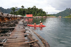 Kayak au barrage de Rachaprapa Photographie stock