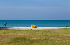 Kayak on the beach in front of the sea Royalty Free Stock Photography