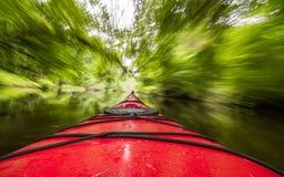 Kayak dans le mouvement Images libres de droits