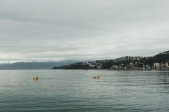 Kayak dans le port Images stock