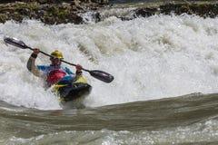 Kayak dans le whitewater Image libre de droits