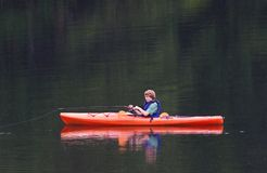 kayak de pêche Photos stock