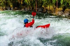 Kayak di Whitewater sul fiume di Kaituna fotografie stock libere da diritti