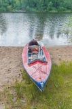 Kayak en el lago en un día de verano Fotografía de archivo