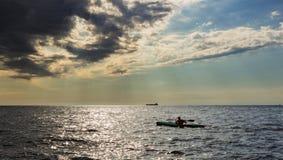 Kayak en mer italienne Photographie stock libre de droits