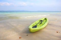 Kayak fahren auf Strand naka Insel Lizenzfreie Stockbilder
