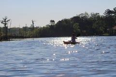Kayak fahrender Pottsburg-Nebenfluss Stockfotografie
