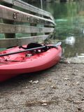 Kayak fahrendes Abenteuer des Winters Lizenzfreie Stockfotos