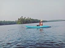 Kayak fahrendes Kerala Lizenzfreie Stockfotos