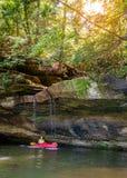 Kayak su Grayson Lake immagine stock