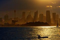 Kayak su Sydney Harbour al tramonto Fotografia Stock