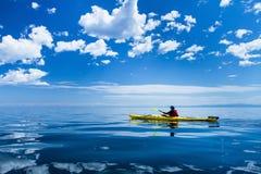 Kayak sul lago Baikal Immagine Stock