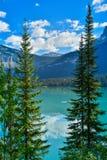 Kayak sur Emerald Lake Yoho Canada images stock