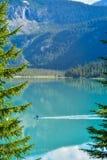 Kayak sur Emerald Lake Yoho Canada images libres de droits