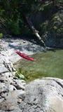 Kayak sur la côte d'île de Pender Photos stock