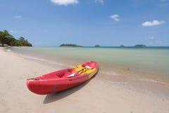 Kayak sur la plage Photos stock