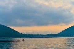 Kayak sur le lac Images stock