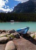 Kayak sur les roches Image libre de droits