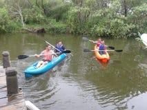 Kayak sur une rivière en Argentine Photos libres de droits