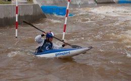 Kayaker στα ορμητικά σημεία ποταμού RiverSport Πόλεων της Οκλαχόμα Στοκ Εικόνα